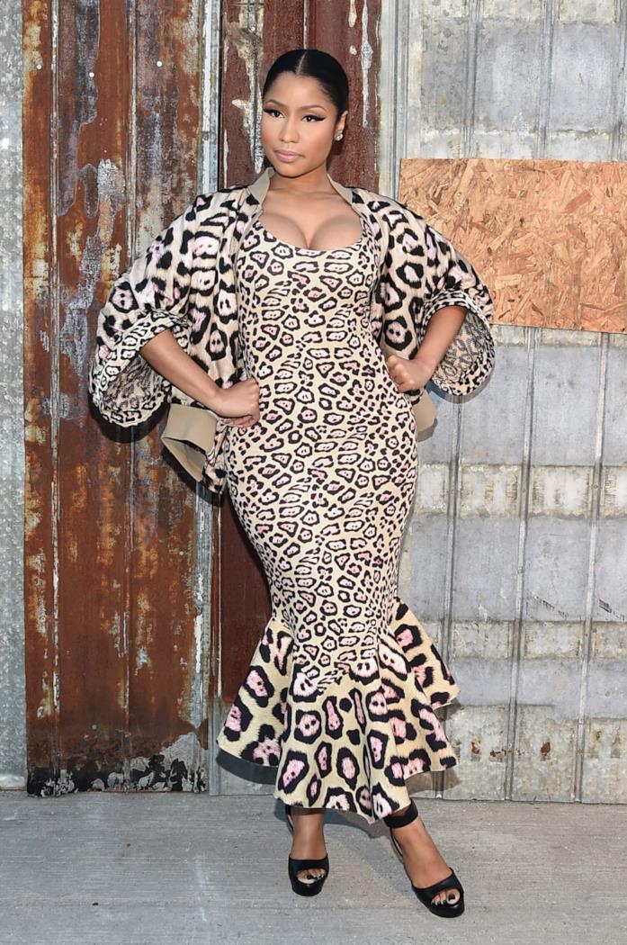 Nicki Minaj super trendy con abito leopardato