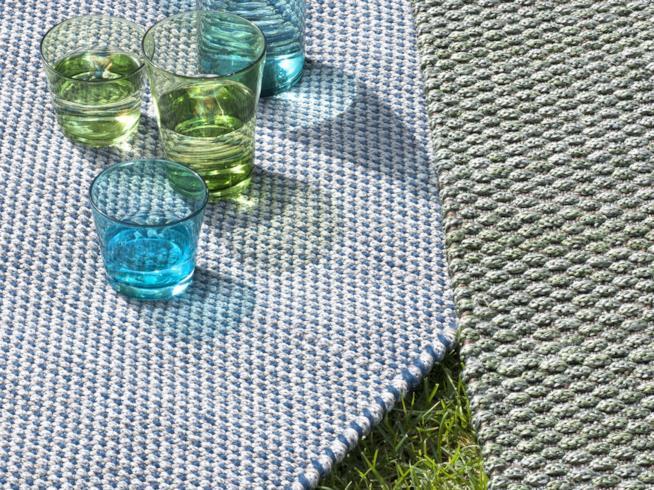 Ethimo, collezione di tappeti per esterno in tessuto di propilene resistente all'acqua e alla luce del sole