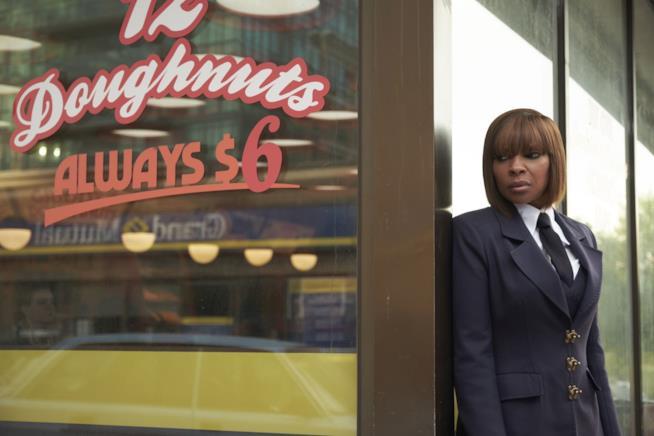 Una scena di The Umbrella Academy con Mary J. Blige