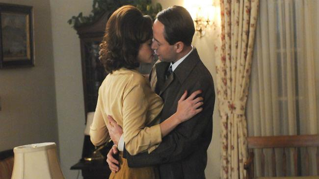 Alexis Bledel e Vincent Kartheiser in Mad Men