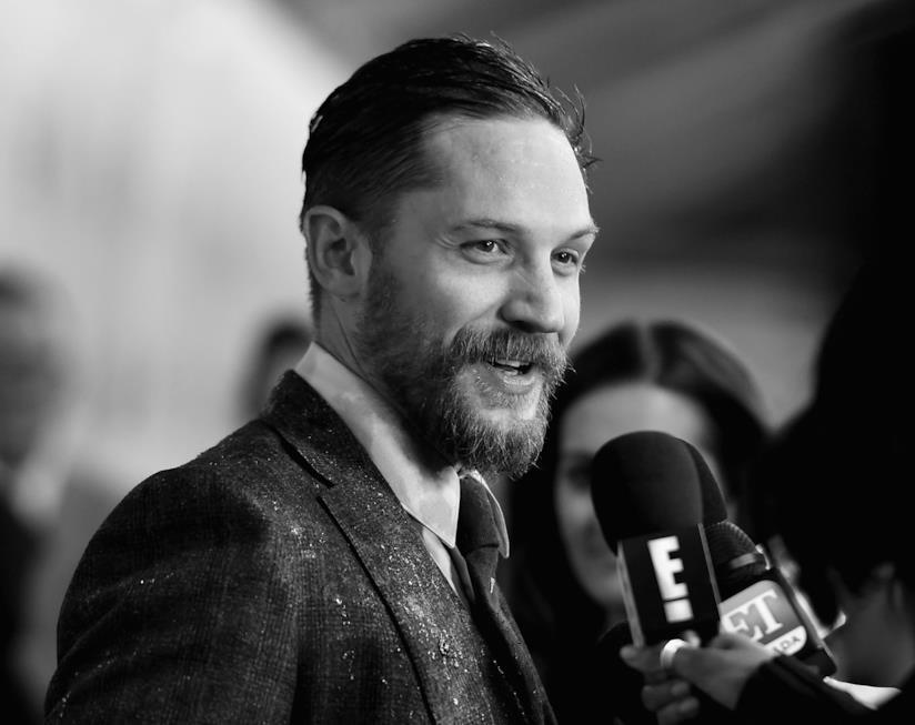 Tom Hardy intervistato su un red carpet