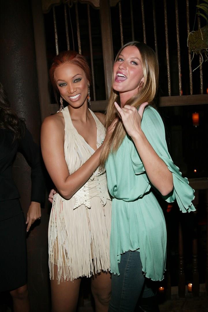 Tyra Banks con la collega Gisele Bundchen