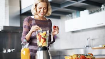 I centrifugati di frutta e verdura sono gustosi e pieni di proprietà