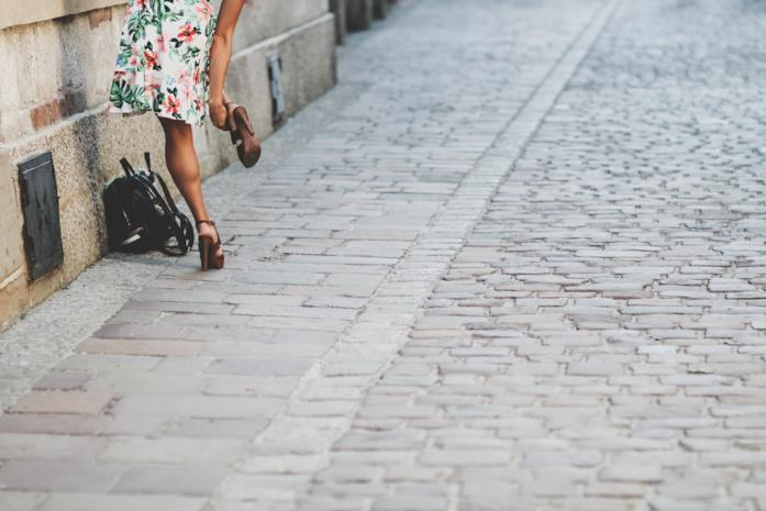 Allargare i sandali stretti: come fare