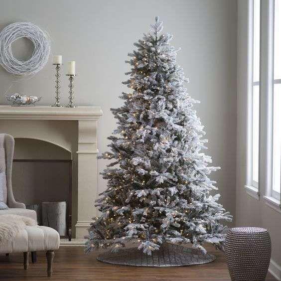 Albero natalizio semplice e raffinato