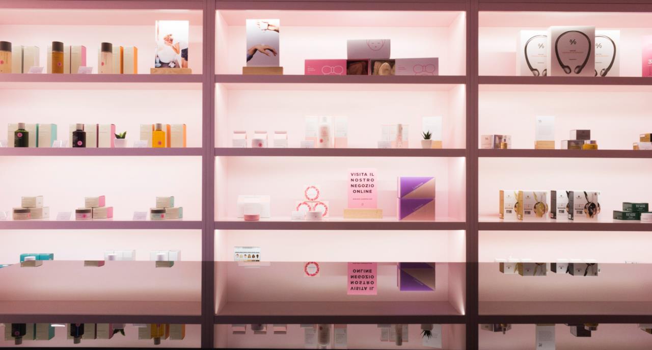 L'interno dello store Miin Cosmetics a Milano