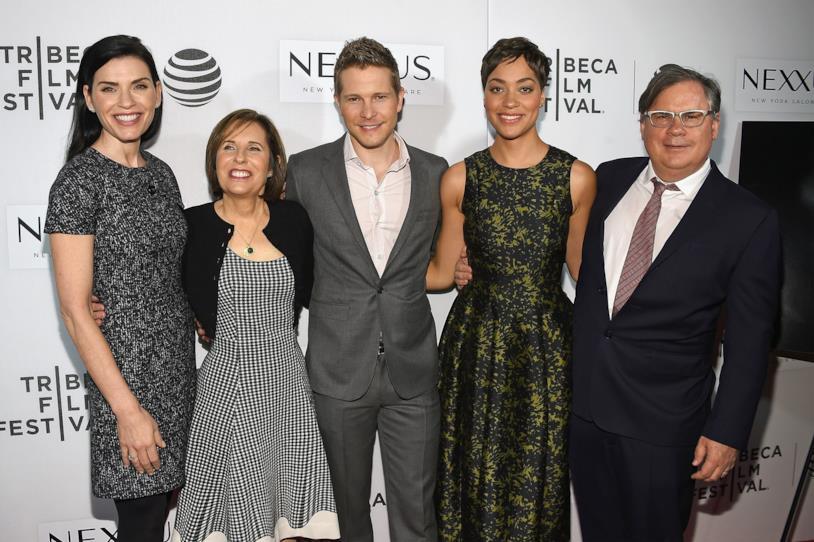 The Good Wife: gli ideatori della serie TV posano insieme agli attori