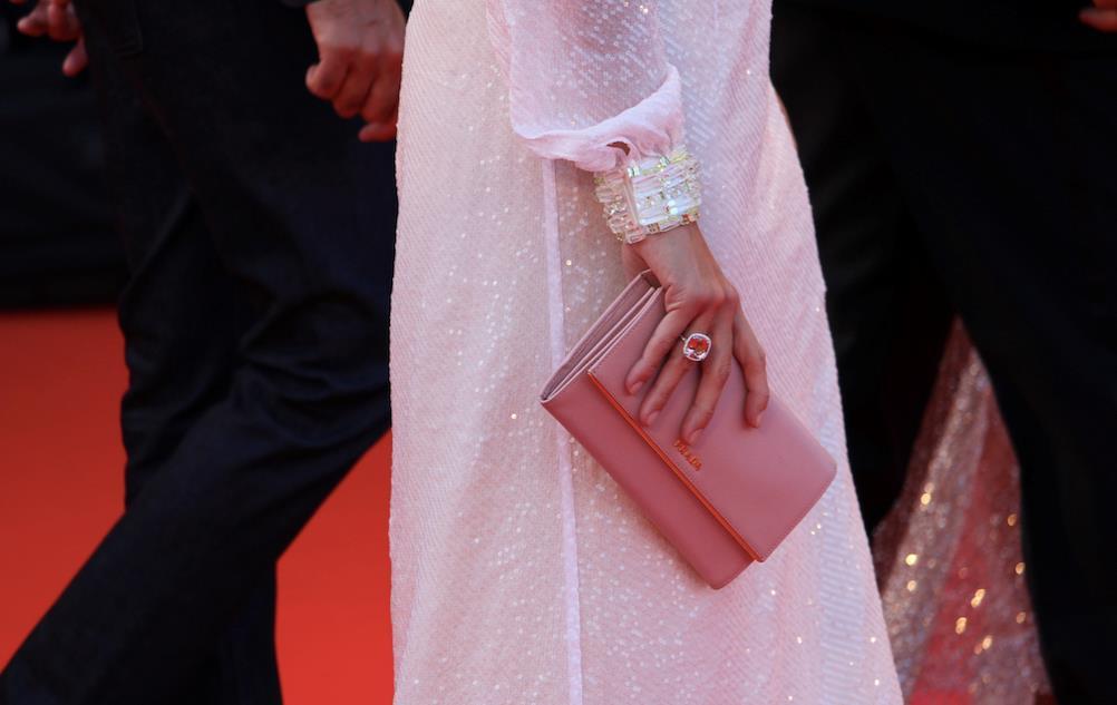 Gli accessori scelti dalla giurata Jasmine Trinca per il red carpet.