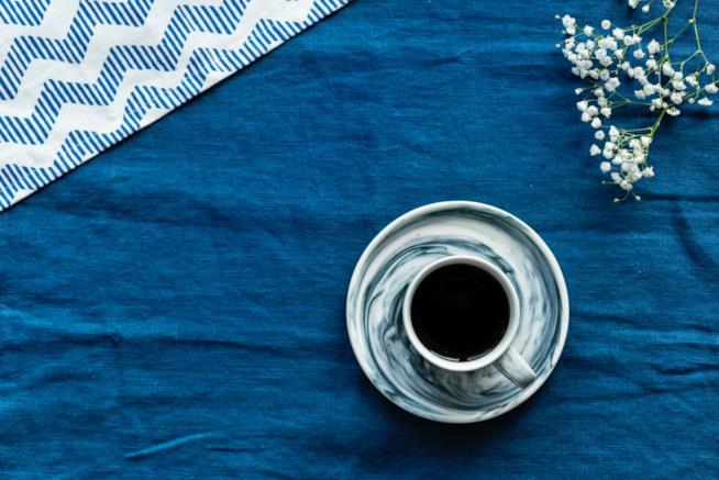 Tazzina di caffè sul tavolo