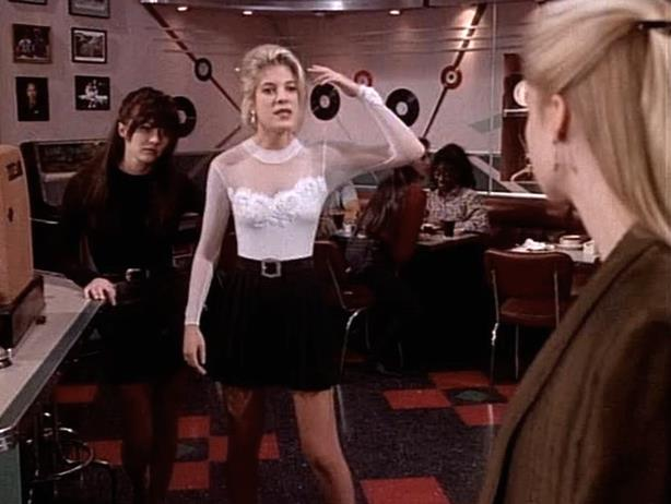 Brenda, Donna e Kelly al Peach Pit in Beverly Hills 90210