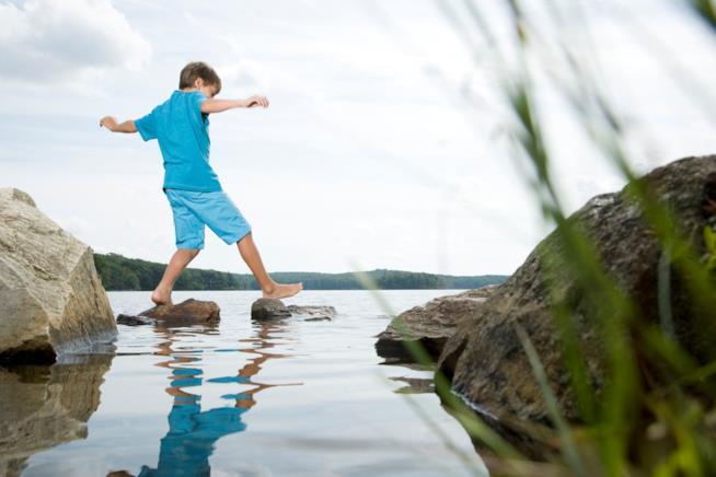 I benefici del camminare scalzi