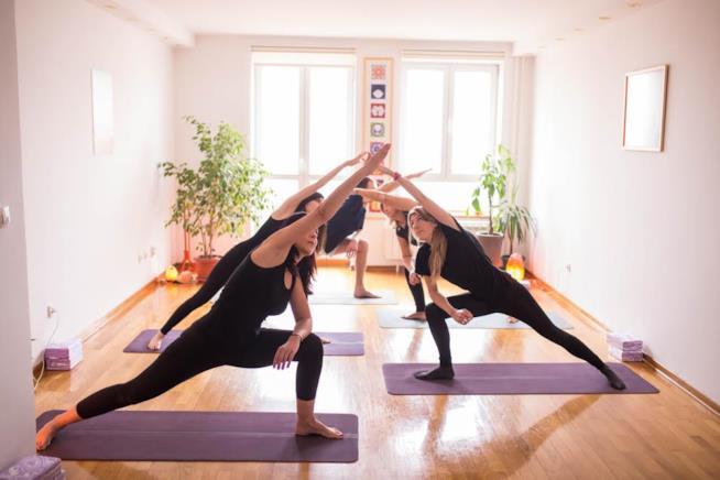 Posizioni di Yoga in classe