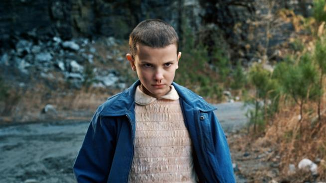 Millie Bobby Brown nei panni di Undici in Stranger Things