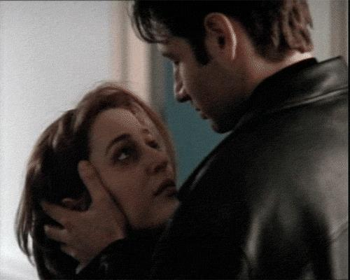 Bacio tra Mulder e Scully