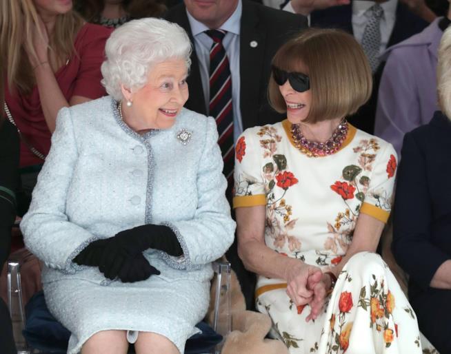 Anna Wintour insieme alla Regina Elisabetta