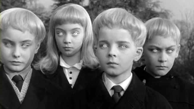 Una immagine dei giovani e inquietanti protagonisti di Il villaggio dei dannati