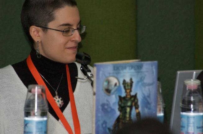 Licia Troisi astrofisica e scrittrice di libri fantasy