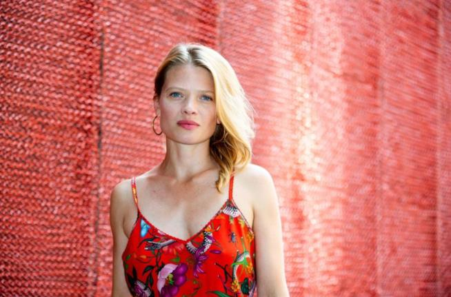 Una bella immagine del photocall di Melanie Thierry