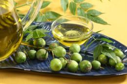 Ciotola con olio di neem