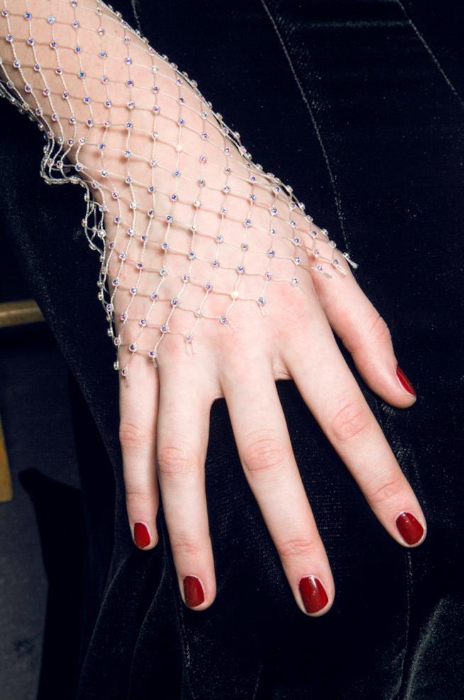 Unghie lunghe rosse