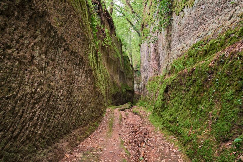 Le spettacolari Vie Cave tra Sorano e Pitignano