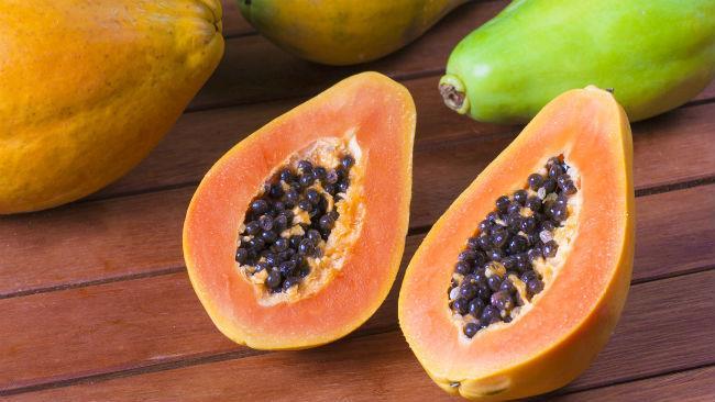 La papaya è consigliata in quanto ricca di vitamina C