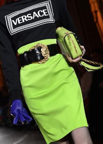 Verde acido per la gonna di Versace