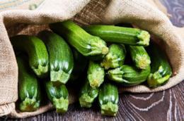 Ortaggi verdi nel sacco