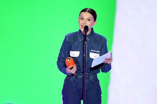 Millie Bobby Brown sul palco dei Kids' Choice Awards