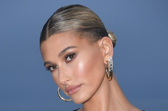 Hailey Bieber in primo piano