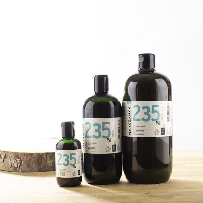 Tre flaconi di olio di Neem di diversa grandezza