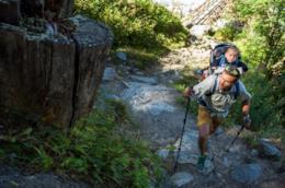 I migliori marsupi per il trekking per organizzare tutti i tuoi oggetti e portare il tuo bambino