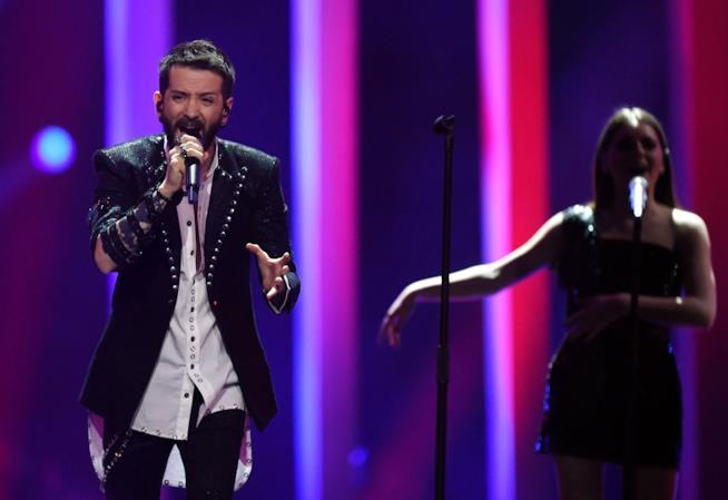 Eugent Bushpepa durante la sua esibizione all'Eurovision Song Conest