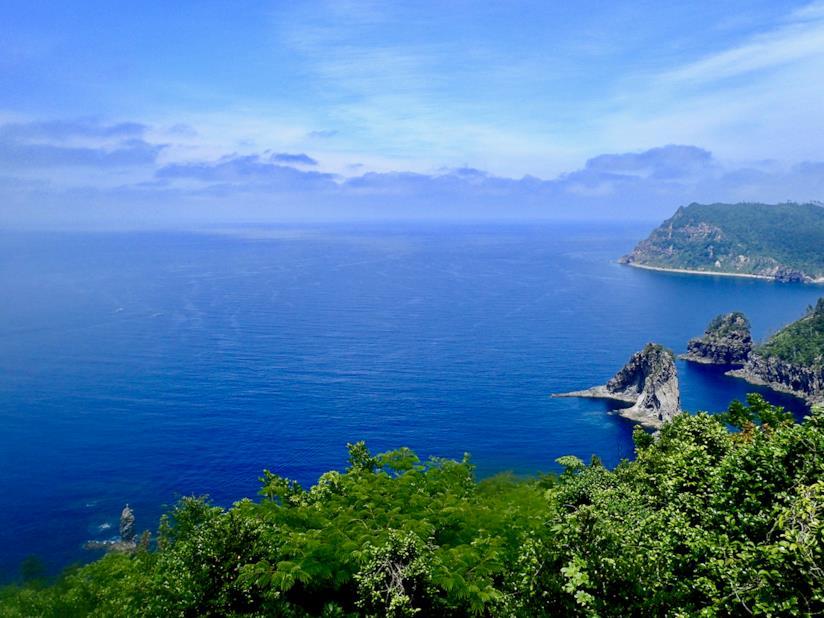 Il mare che circonda l'isola di