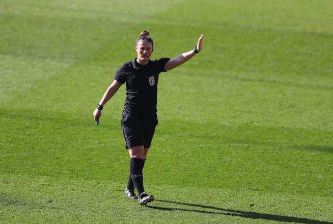 Arbitro donna inglese
