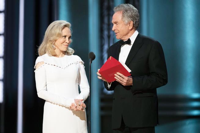 Warren Beatty e Faye Dunaway  sul palco degli Oscar 2017