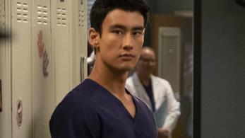 Alex Landi in un'immagine promozionale di Grey's Anatomy 15