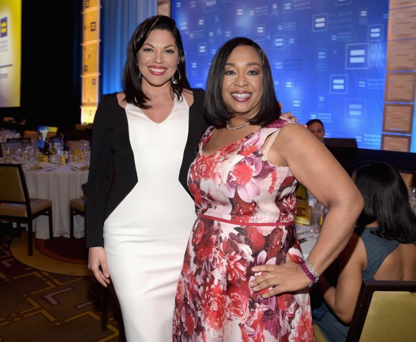 Sara Ramirez e Shonda Rhimes, creatrice di Grey's Anatomy