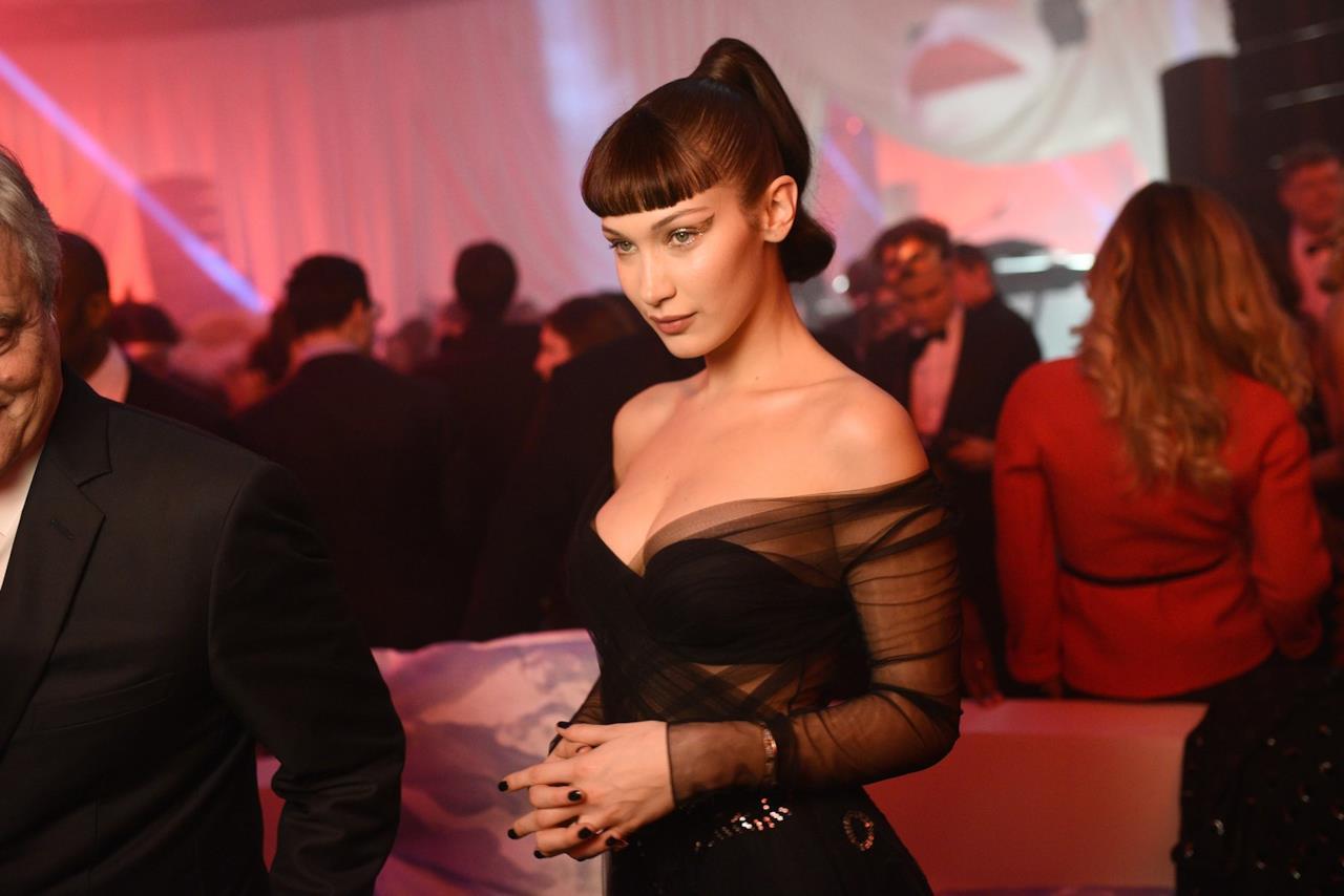 Bella Hadid in nero al ballo surrealista Dior