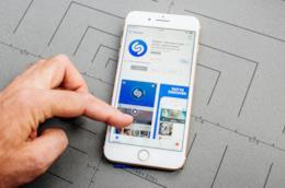 Uno smartphone con Shazam.
