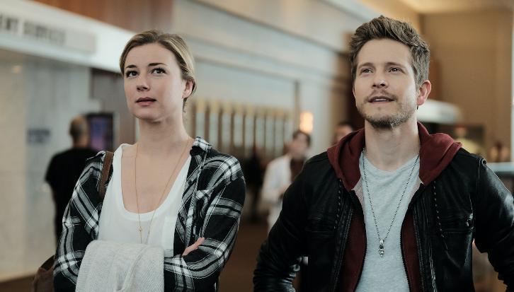 Nic e Conrad in una scena di The Resident