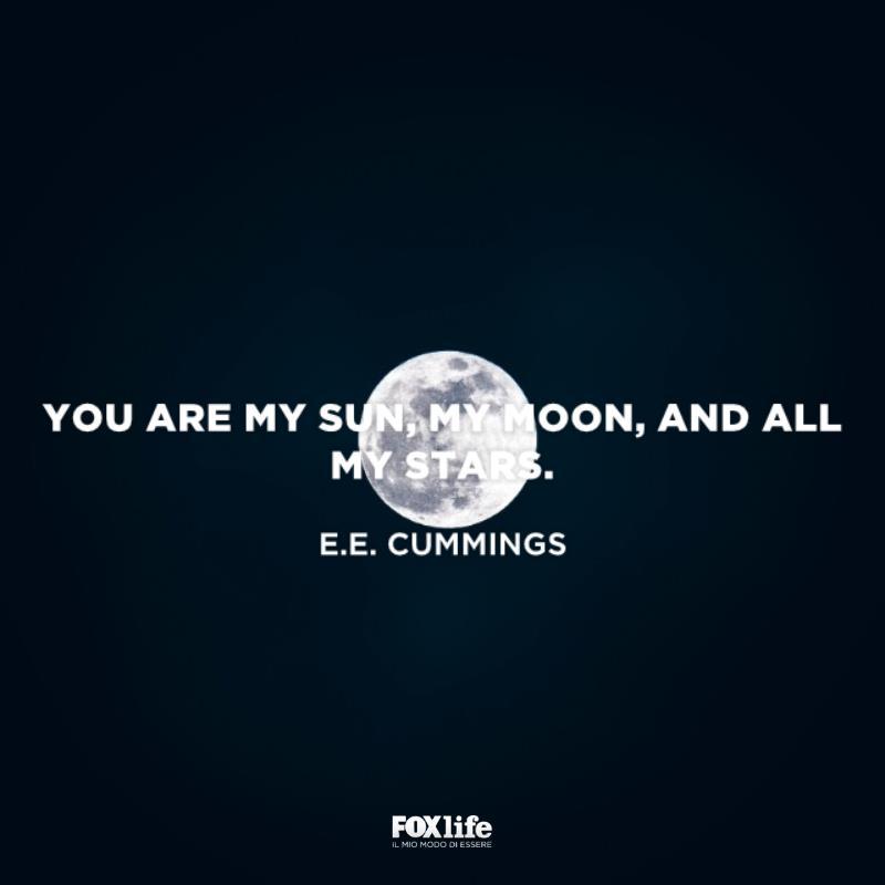 Luna piena nel cielo scuro