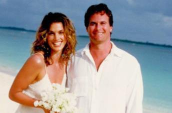 Cindy Crawford e gli abiti da sposa ideali per la spiaggia