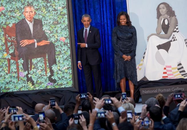 Barack Obama e Michelle alla presentazione dei loro ritratti