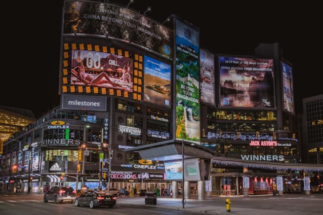 La Yonge Dundas Square di Toronto