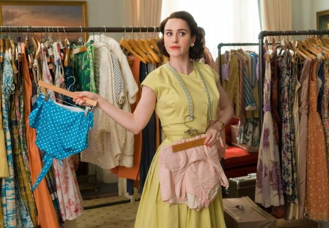 L'abito monocolore giallo di Mrs Maisel