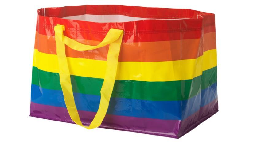 LGBT, buste arcobaleno all'IKEA per il Pride Month