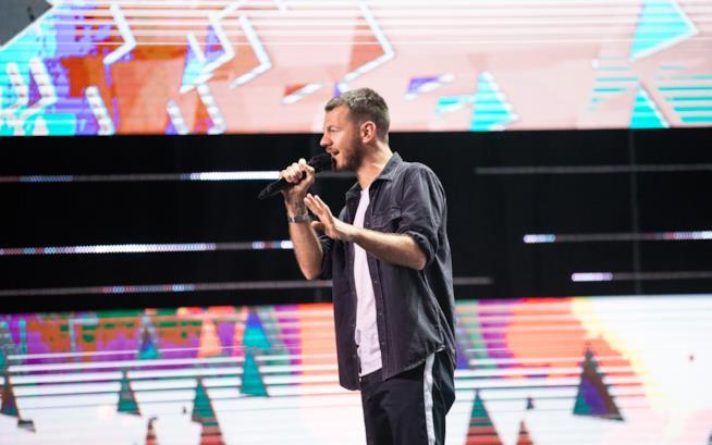 Alessandro Cattelan sul palco di X Factor 2018