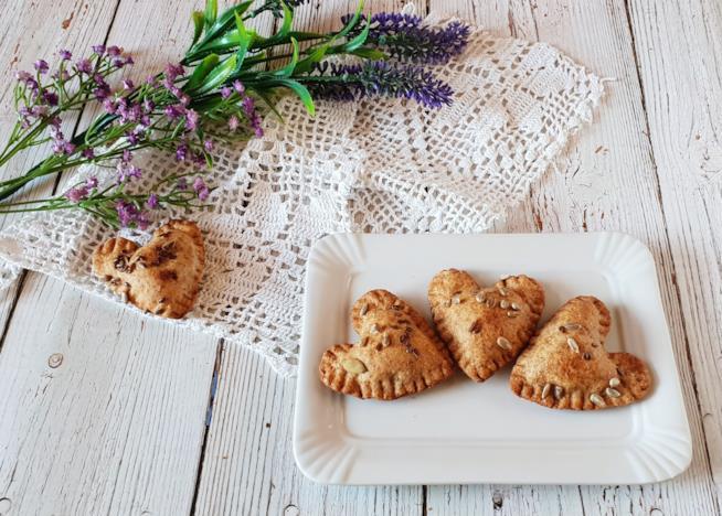 Piatto con tre biscotti