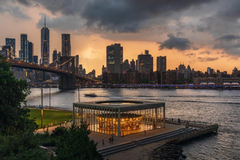 Vista del Jane's Carousel e del Brooklyn Bridge Park